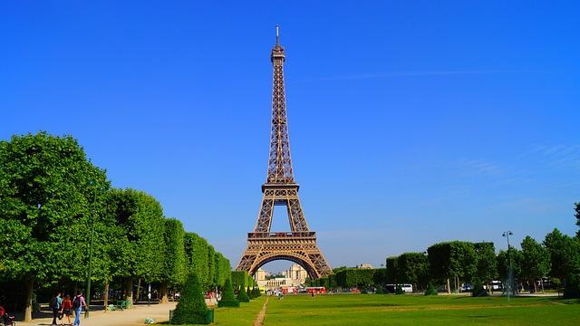 paris-1175022_640