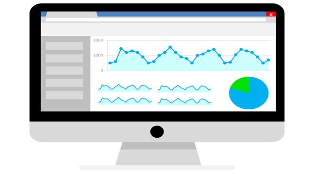 データ分析するPC画面